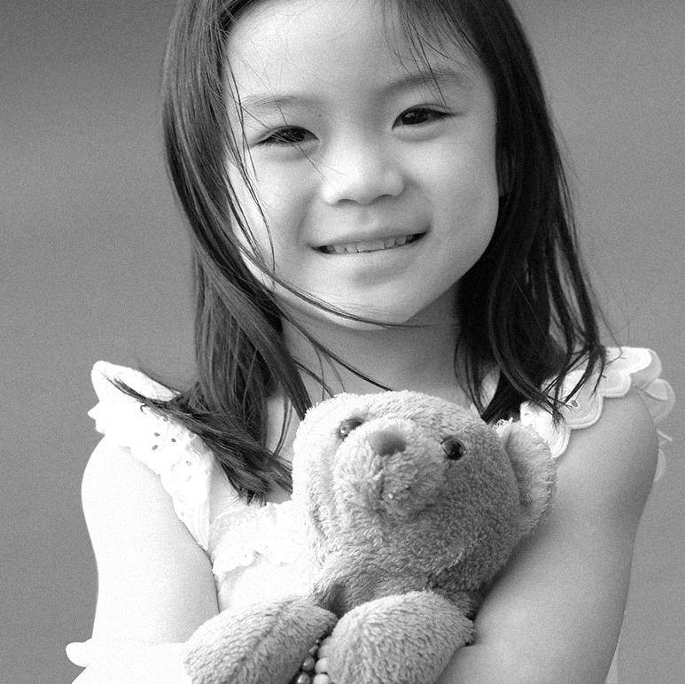 asian-girl-with-teddy-bear